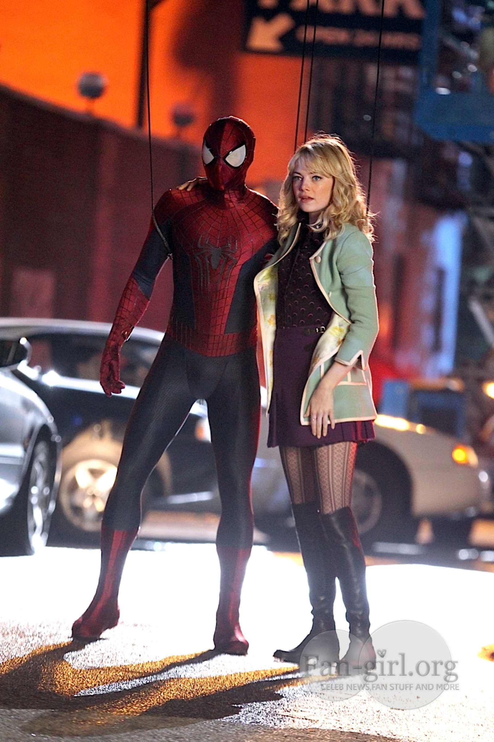 amazing spiderman 2 movie on set photos | The Amazing Spiderman 2 Set – Spiderman swings Gwen to safety | Fan ...