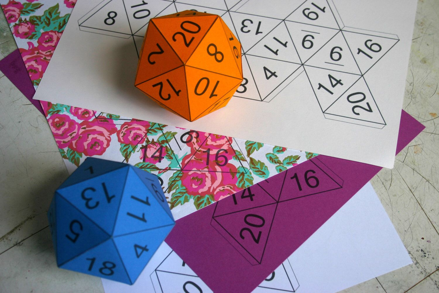 """Papercraft d20 template 8cm/3"""" PDF TIFF download with"""