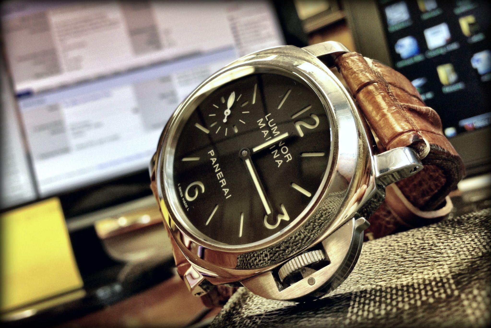 PAM 111 on Donerix Hornback Strap Männer uhren, Uhren