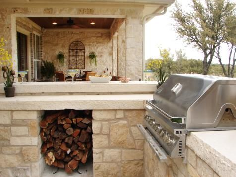 A gourmet grill, cozy fireplace and seating for a crowd: these luxury outdoor kitchens and dining rooms make it hard to turn in for the night.