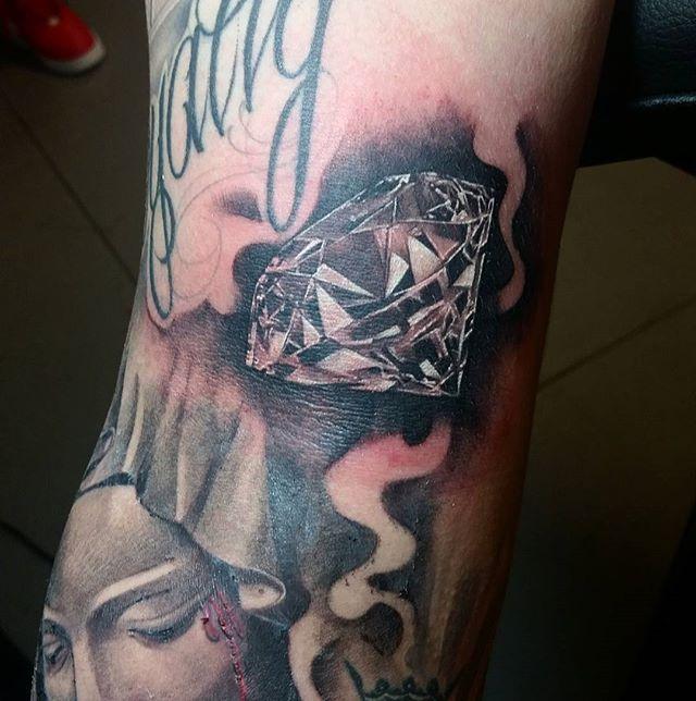 Added This Diamond To The Homie @checker_yoshii  arm  sleeve  #diamond #diamondtattoo #tattoo #inked #blooddiamond #diamondart #bishoprotary #inked #bayareatattoos #infamous #blackandgreytattoo #gangstergrey #juanliratattoos #realistictattoo #tattoolife #inkatthebay #rinsecupcleanup #radtattoos