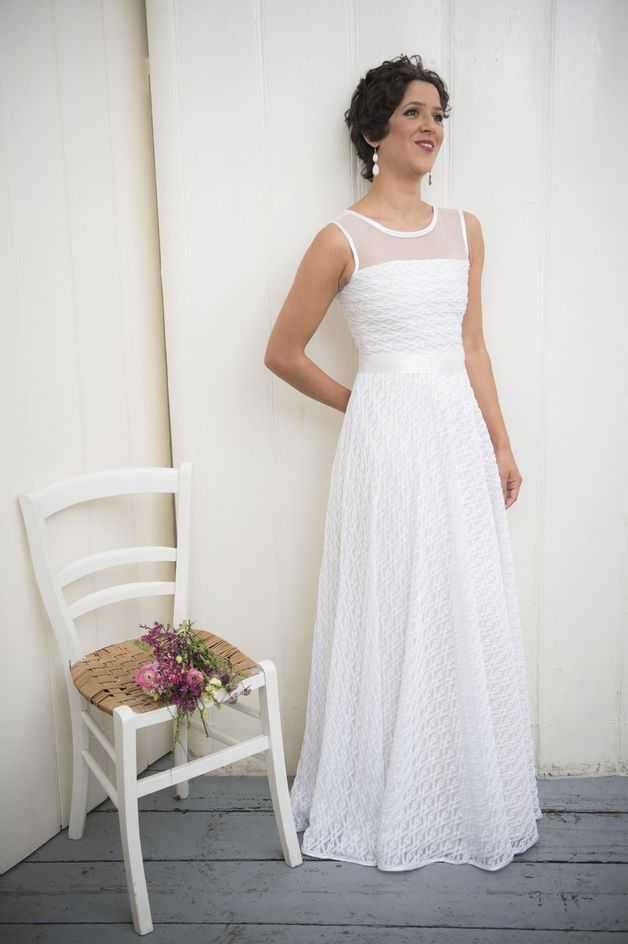 bodenlanges, hochgeschlossenes Hochzeitskleid // long wedding gown ...