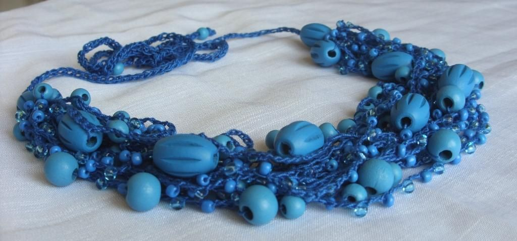 Beaded and crocheted necklace  www.lona22004.wordpress.com  www.facebook.com/Lona22004