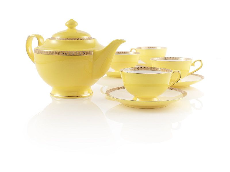 It would be hard to be depressed while having tea with this cheery little set.