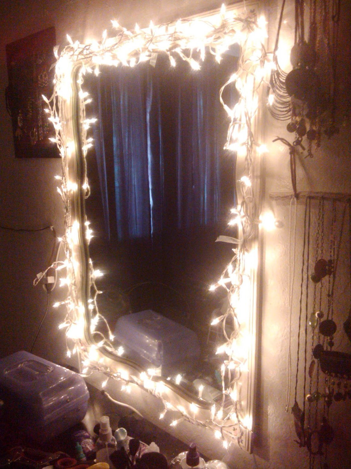 Diy makeup vanity mirror with lights makeup pinterest for Vanity mirror light bulbs
