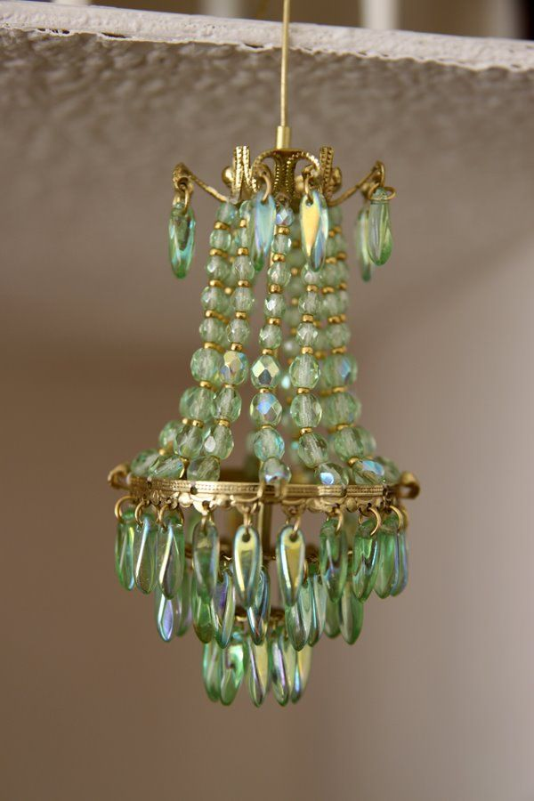Miniature green chandelier perfectly tiny - Kronleuchter basteln ...