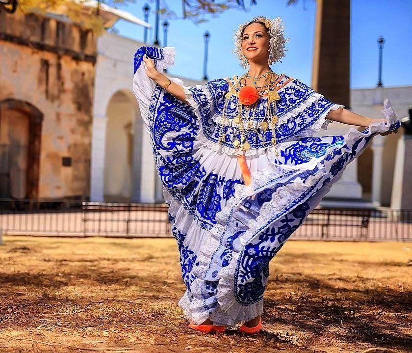 Pollera de Gala Sombreada  Calada . . . . . . Regrann from @greydiazfoto - Ella nunca se había puesto una pollera, nunca había bailado típico y mi pregunta es, se nota? No verdad, eso está en el ADN de nuestra mujer panameña!! Estuviste perfecta Wendy  #pollera #panamapictures #mipollera #polleradegala #pollerasdepanama #pollerapanameña