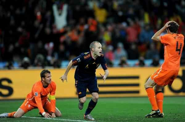 Iniesta Scores World Cup Winning Goal For Spain Iniesta World Football World Cup