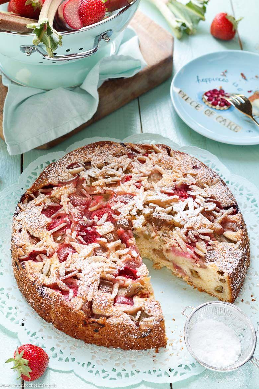 Einfacher Joghurtkuchen mit Rhabarber & Erdbeeren - emmikochteinfach