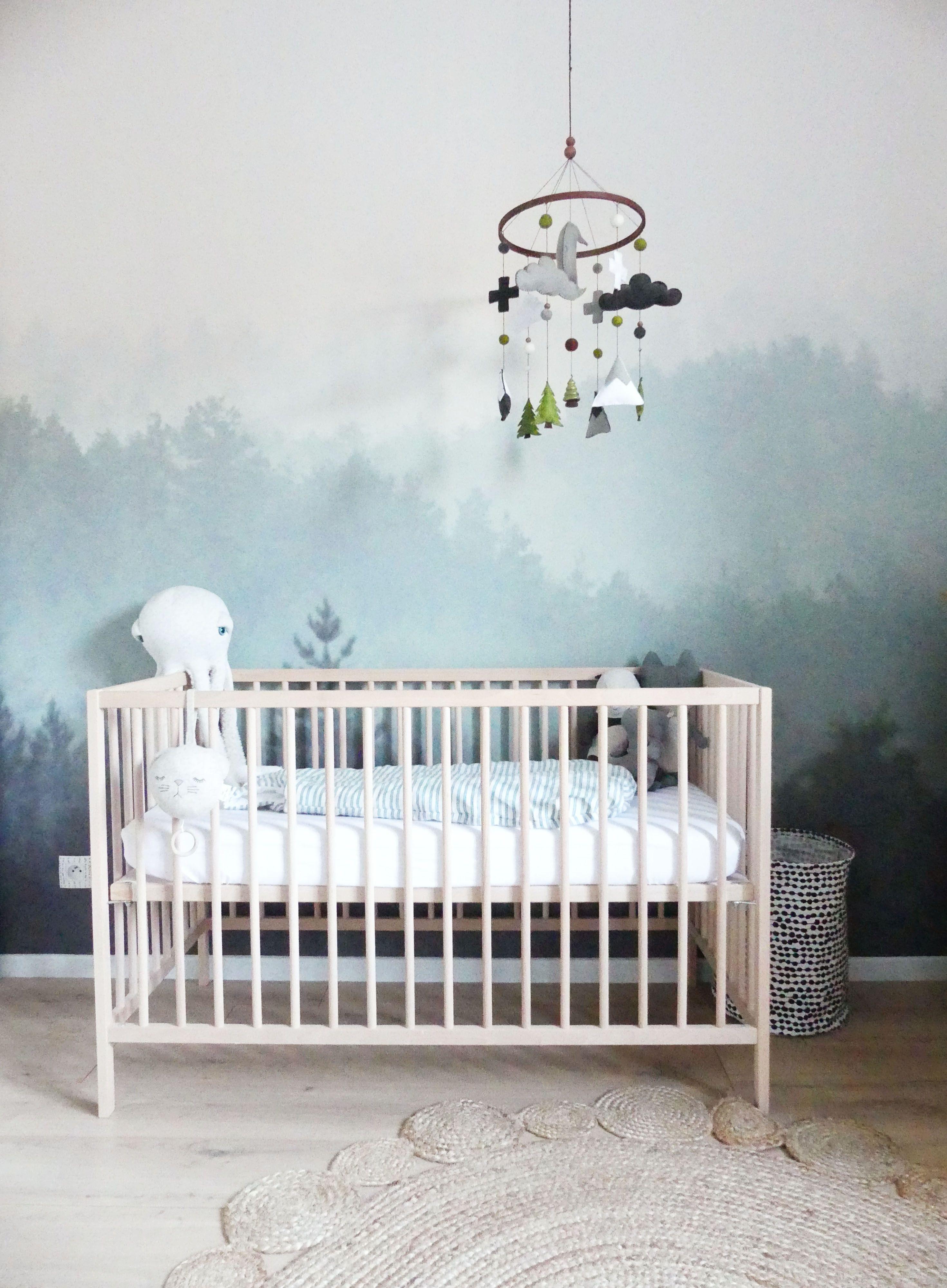 Chambre de b b mixte gar on ou fille th me nature avec un papier peint for t home by marie - Papier peint chambre bebe mixte ...