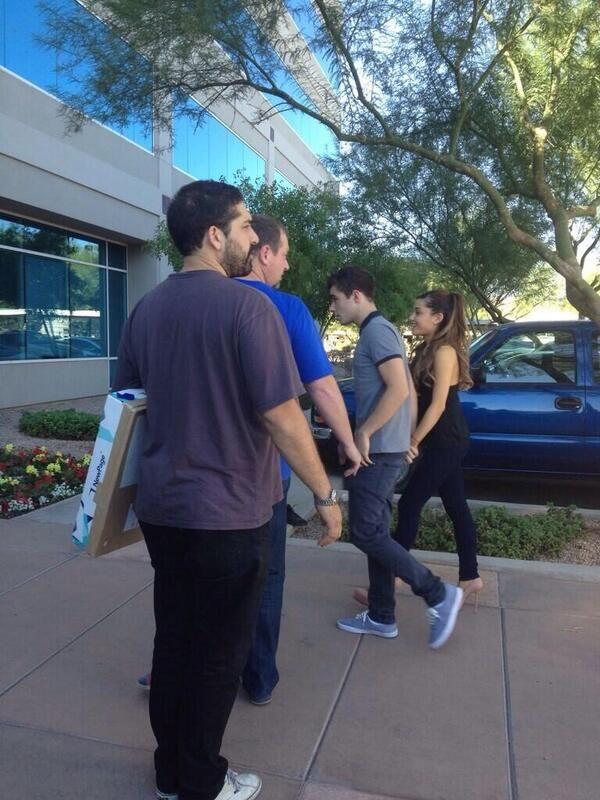 1 Ariana Grande And Nathan Sykes Entering Kiss 104 7 Kiss Fm