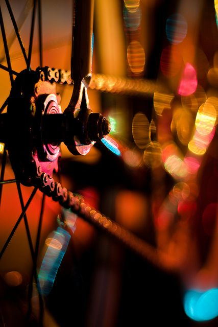 christmas bike lights 1 from http://thebicycleisart.com/page/3