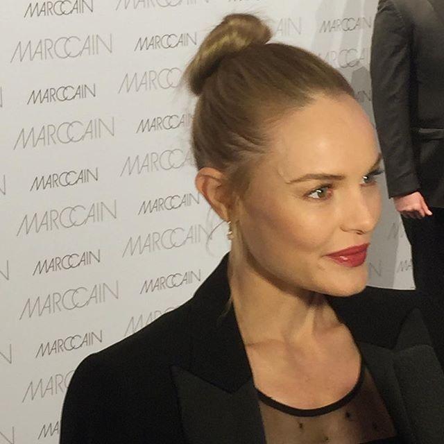 Kate Bosworth rakastaa muotia ja on tuttu näky muotinäytöksissä. Viimeksi törmäsimme New Yorkin muotiviikoilla ja tällä kertaa Hollywood-tähti saapui Berliiniin Marc Cainin näytökseen ohjaajamiehensä Michael Polishin kanssa. Yllättäen he hempeilivät punaisella matolla aika tavalla. @marccain #marccain #katebosworth #hollywoodstar #berlin #fashionweek @tarutm  via ELLE FINLAND MAGAZINE OFFICIAL INSTAGRAM - Fashion Campaigns  Haute Couture  Advertising  Editorial Photography  Magazine Cover…