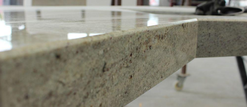 Natursteinplatten Geben Funktionalitat Aber Auch Ein Angenehmes Wohlfuhl Natursteine Natursteinplatten Steine