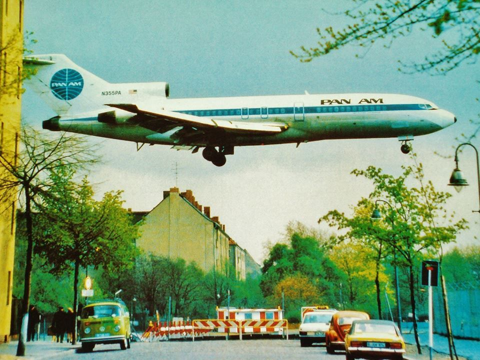 "Pan American World Airways Boeing 727-21 N355PA ""Clipper Nuremberg"" crossing over Oderstrasse just prior to landing on 27R at Berlin-Tempelhof, circa 1970s. (Image: Pan Am Historical Foundation)"