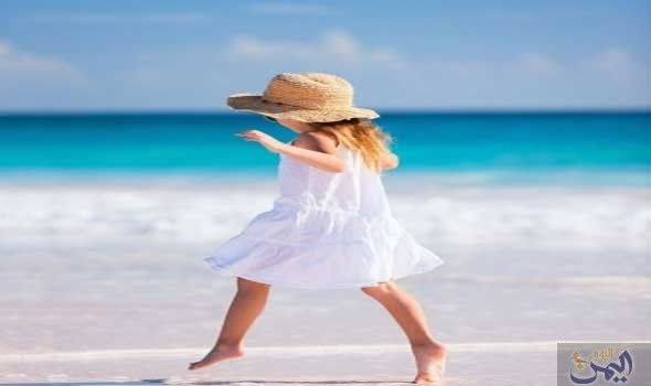 طفلي يرفض السباحة هل هو خوف أم يشك ل الذهاب إلى شاطئ البحر نشاط ا صيفي ا رائع ا