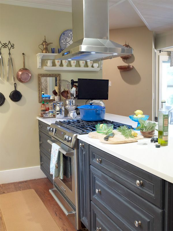 How Professional Chefs Set Up Their Own Kitchens | Home ...