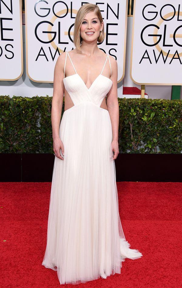 Golden Globes 2015 Rosamund Pike in Vera Wang | blog.theknot.com