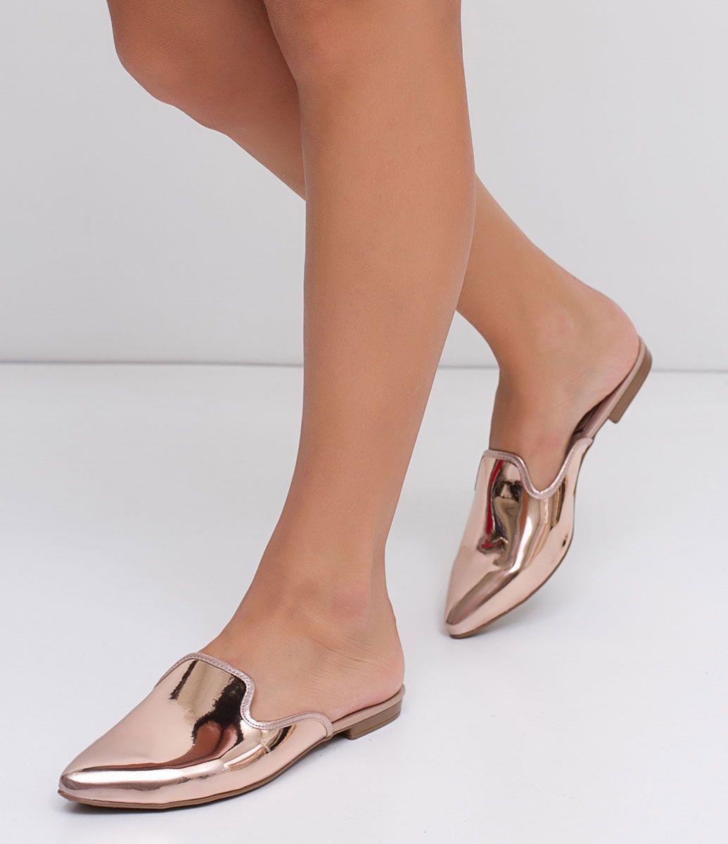 eb71062439a Sapato feminino Modelo mule Metalizada Material  sintético Marca  Beira Rio  COLEÇÃO INVERNO 2017 Veja outras opções de sapatos femininos.