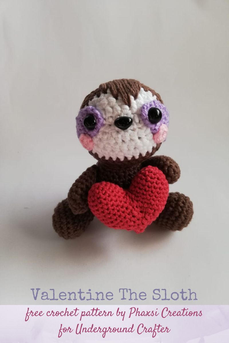 Crochet Heart Pillow Loops & Love Crochet   1200x800