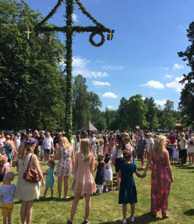 Små Grodorna - Swedish Midsummer Song Lyrics & English ...