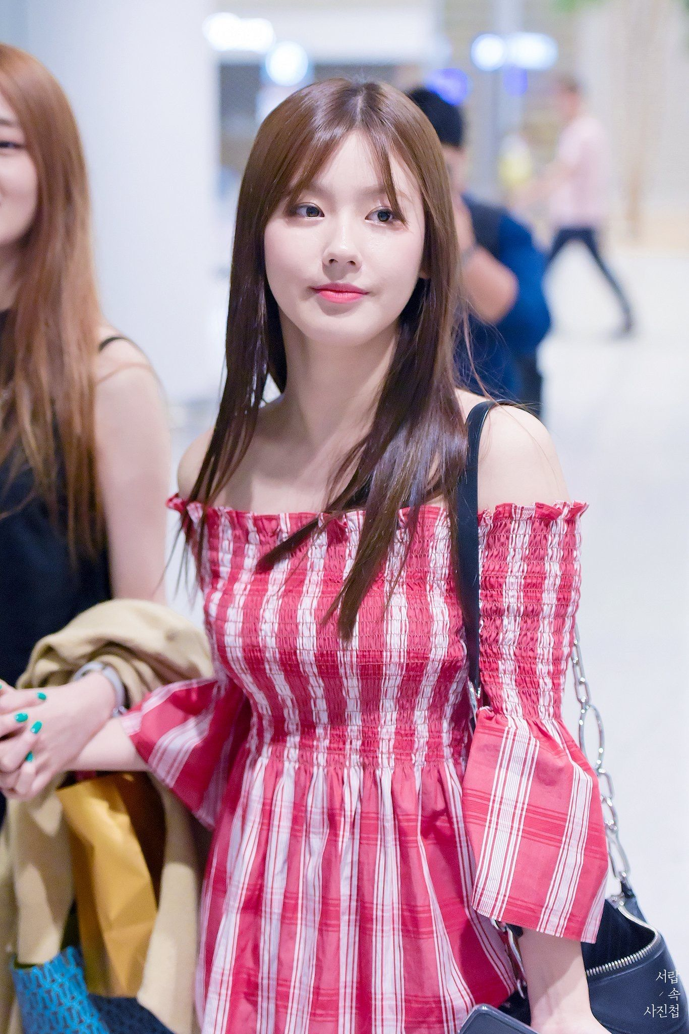 Red Plaid Off Shoulder Blouse Miyeon G I Dle K Fashion At Fashionchingu Fashion Kpop Fashion Fall Fashion Inspo