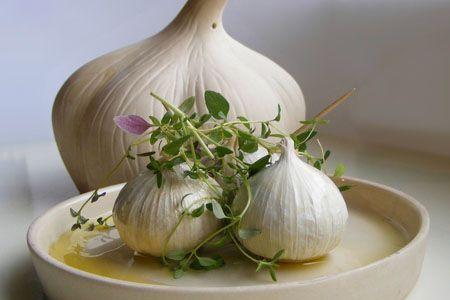 L'Aglio bianco polesano è la denominazione di un ortaggio a bulbo della specie Allium sativum L., ottenuto a partire da ecotipi locali nonché dalla varietà Avorio e prodotto tradizionalmente nella zona del Polesine, nel Veneto. Dal novembre 2009, a livello europeo, la denominazione «Aglio Bianco Polesano» è stata riconosciuta denominazione di origine protetta (DOP)