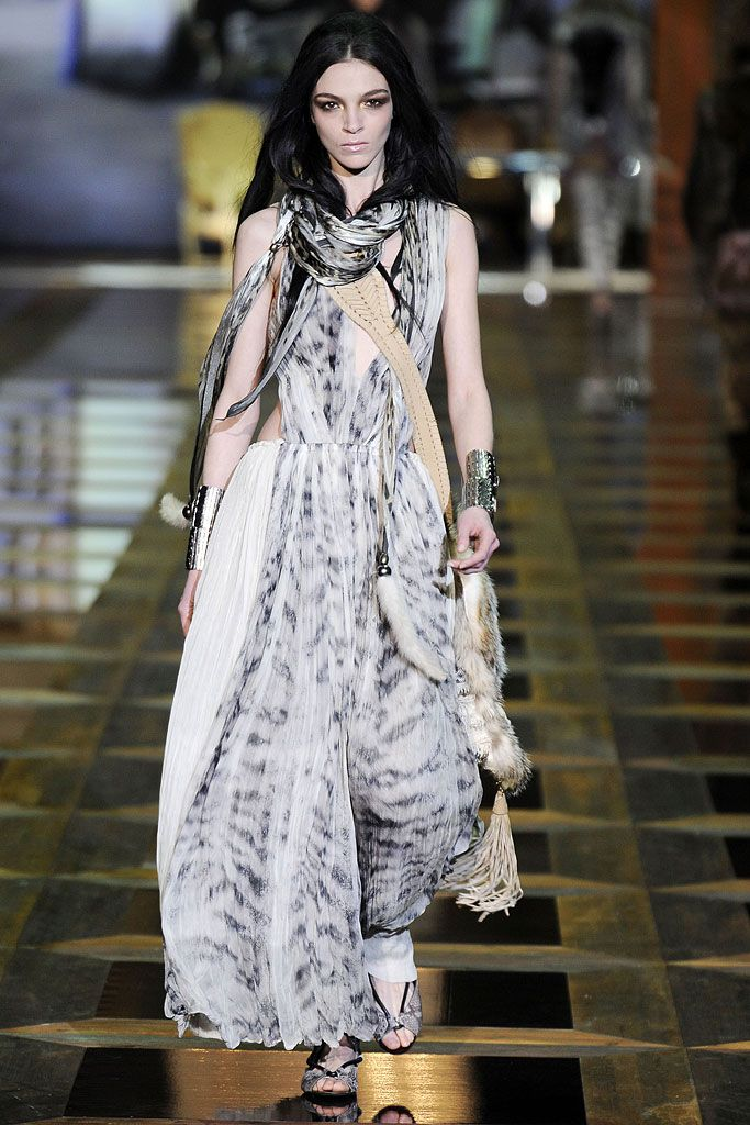 Roberto Cavalli Fall 2010 Ready-to-Wear Collection Slideshow on Style.com