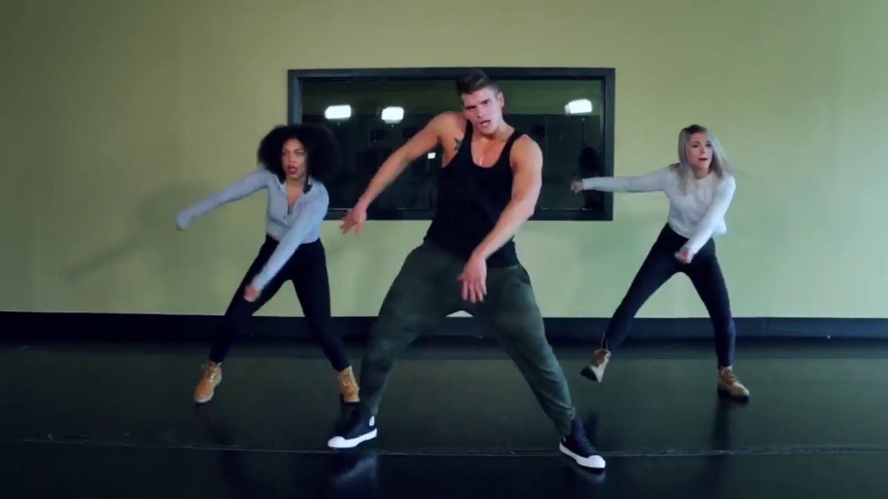 زومبا للتخسيس الوزن وتنزل دهون البطن Youtube Dance Shoes Character Shoes Sport Shoes
