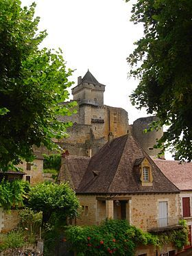 The Château de Castelnaud is a medieval fortress in the commune of Castelnaud-la-Chapelle, overlooking the Dordogne River in Périgord, southern France.