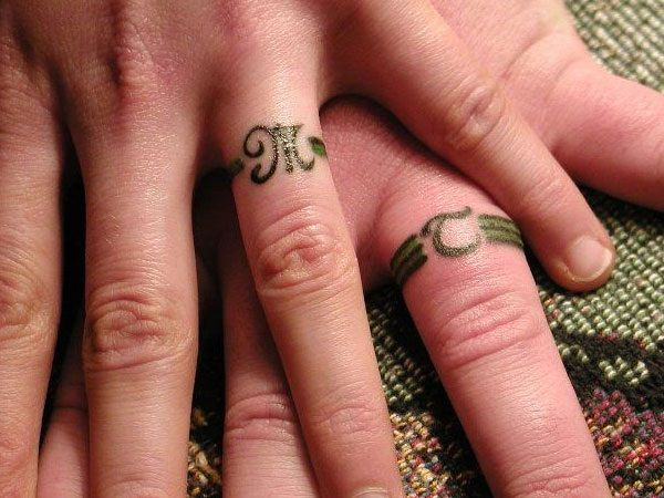 Très Couple-Tattoo-bague-doigt-lettre-greque-initiales | Idées  UI73