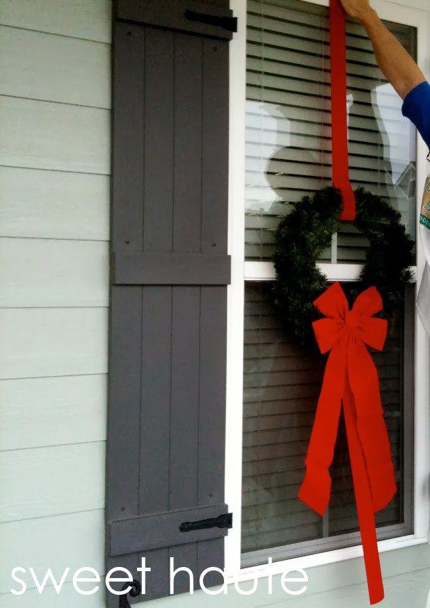 outdoor christmas wreaths tutorial cheap easy windows decor holidays christmas diy craft home project tutorial ideas budget diy