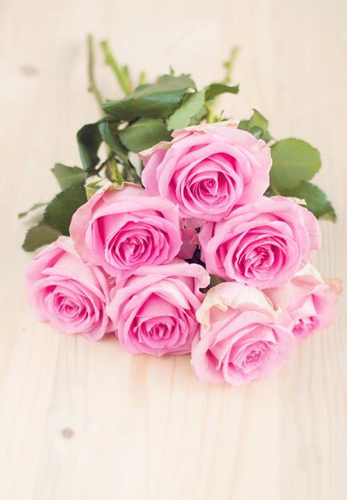 I love pink roses...