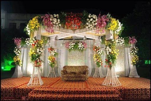 Model Rangkaian Bunga Untuk Dekorasi Ruang Pelaminan Pengantin Atau