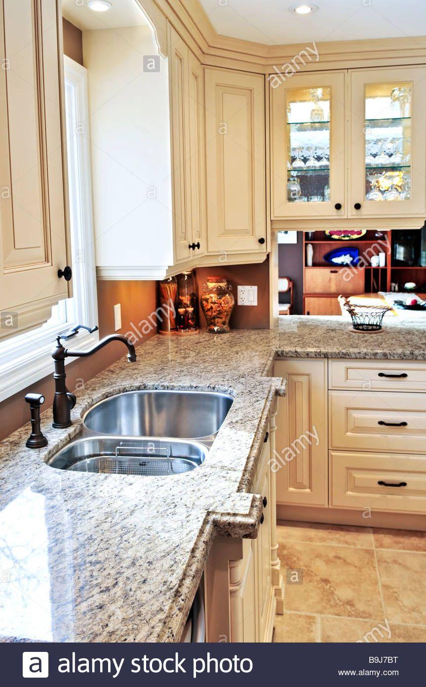 Moderne Luxus Kuche Mit Granit Arbeitsplatte Moderne Luxus Kuche Mit Granit Arbeitsplatte Wenn Sie Denken Der Residenz Interior Design In 2020 Kucheneinrichtung Kuchendesign Und Moderne Weisse Kuchen