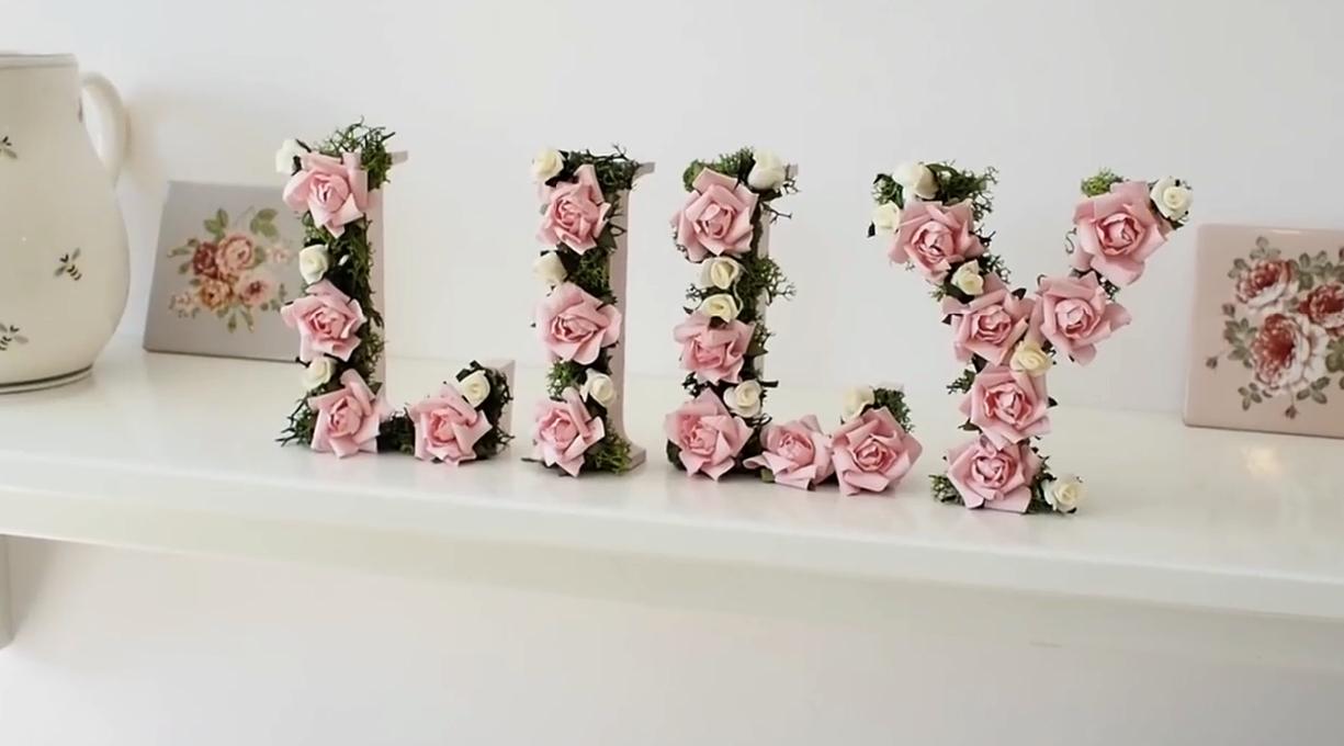 Lettere Di Legno Da Appendere : Lettere in legno da parete: fiori rose rosa parola amore lettere