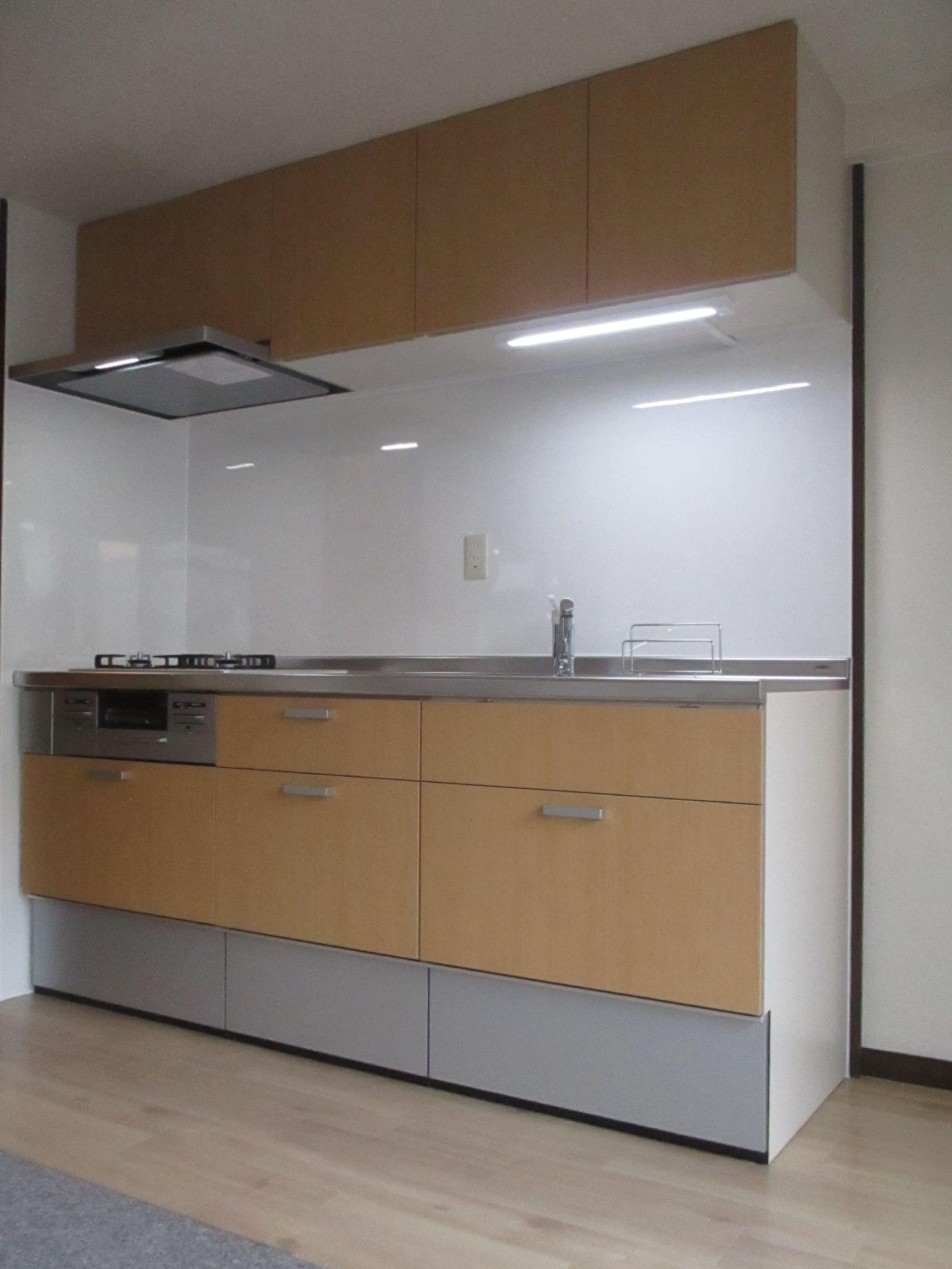 リクシルのキッチン シエラです 扉カラーはナチュラルチェリー キッチン リクシル Lixil シエラ ナチュラルチェリー キッチンインテリアデザイン キッチン リクシル