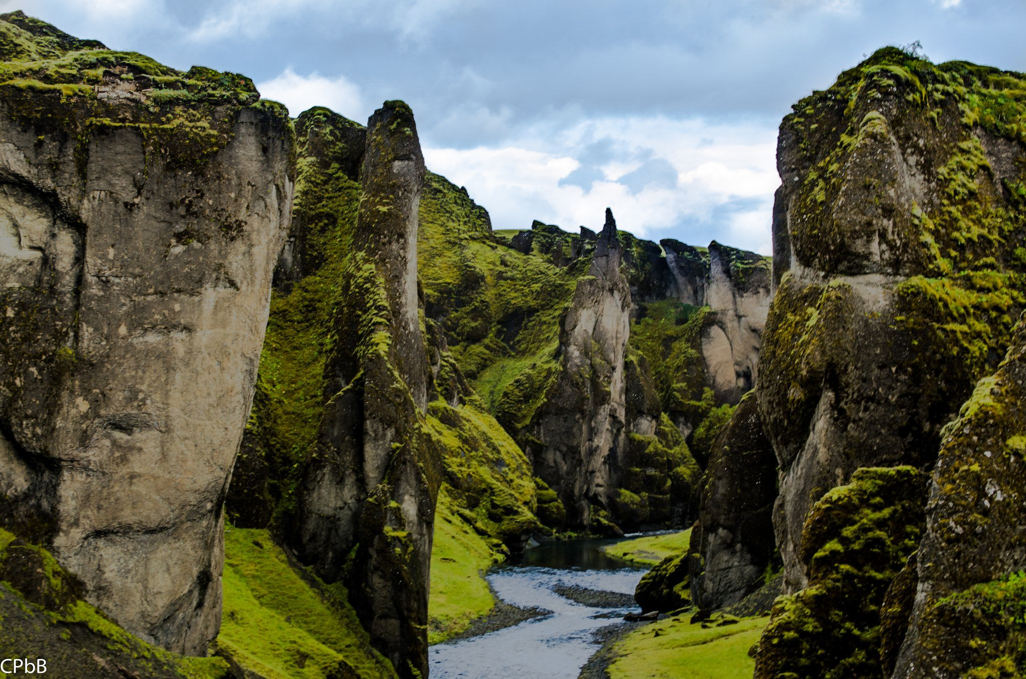 https://flic.kr/p/oVkmvX | Fjaðrárgljúfur | Fjaðrárgljúfur canyon is located in south east Iceland.  The Fjaðrá river flows through the center of it.  The canyon is a drive down a dirt road off of route one, also called Ring Road.  The canyon is about 100m deep and 2km long.