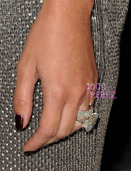 Kim Kardashian Shows Off Her 12 Carat Wedding Band Kim Kardashian White Diamond Rings Kim Kardashian Show