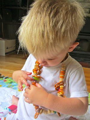 Snack Necklaces Keep Munchies Handy  Fruit Loops, Cheerios, Apple Jacks.. Valerie!!