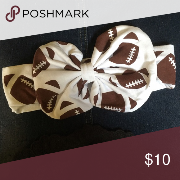 🏈FOOTBALL FANS!!!🏈 Perfect for your baby girl this football season! Stretchy material. This bow headband is comfy for you little one also! Accessories Hair Accessories
