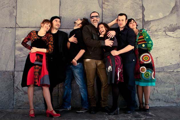 Si te apetece dar una vuelta por Ribadeo, este fin de semana, Pesdelán dará un concierto en la calle San Francisco.