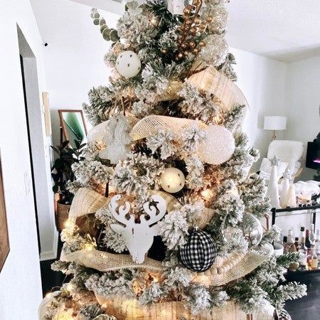 DIY black and white ribbon Christmas bulbs. Very easy, just need hot glue gun, your favorite ribbon and some recycle last year Christmas bulbs. I got mine ribbon at 70% off at michaelsstores they have tons of fall ribbon on sale. 😉 #diydecor #diyprojects #diyideas #christmastreedecorating #christmastreeornaments #christmastreedecorations #diycrafts #budgetdecor #homedecor #mostwonderfultimeoftheyear 💖