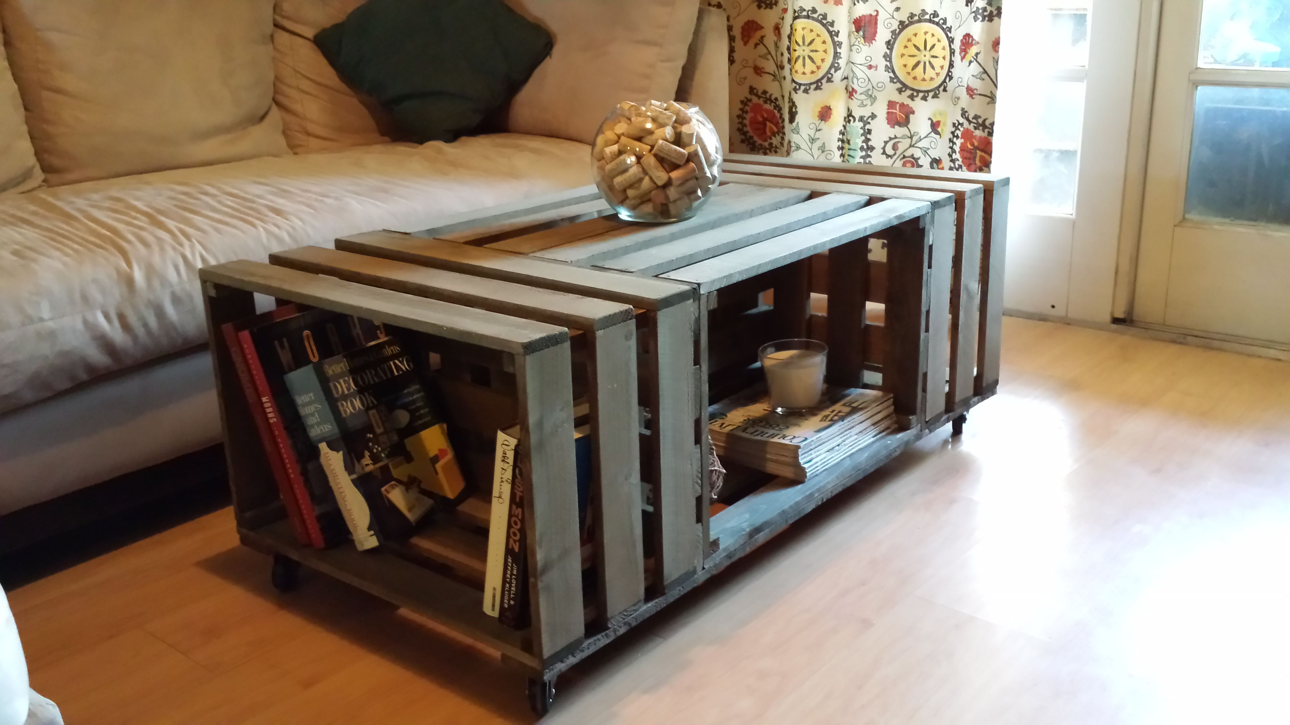 rolling rectangle wood crate coffee table ideas interior. Black Bedroom Furniture Sets. Home Design Ideas