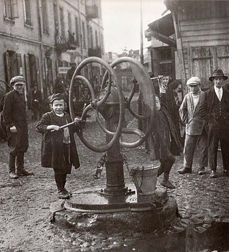 """Otwock (Warsaw province), 1927. Otwock's next generation learns how to pour water"""