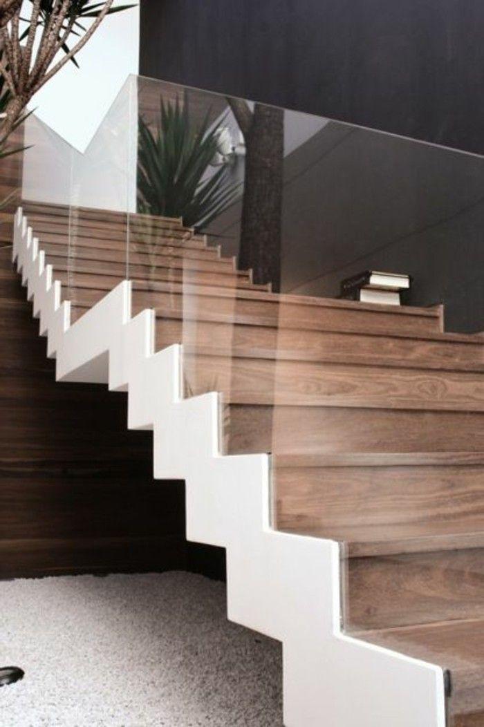 Glasgeländer Treppe Holz Graue Wand