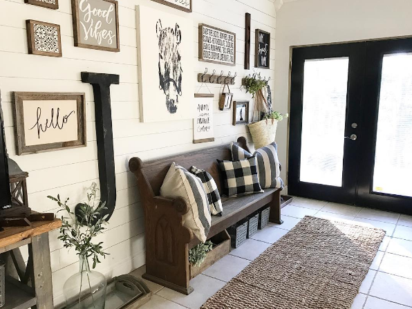 Farmhouse Foyer : Backroadsignco on instagram black and white foyer entry