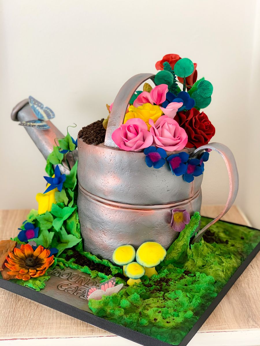 Watering can with flowers cake #flowercake #amazingcake
