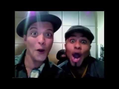 Bruno Mars Enjoys Flipping Off Paparazzi While Greeting A Fan At U2 After Party From Chateau Marmont Youtube Bruno Mars Funny Dude Funny Moments
