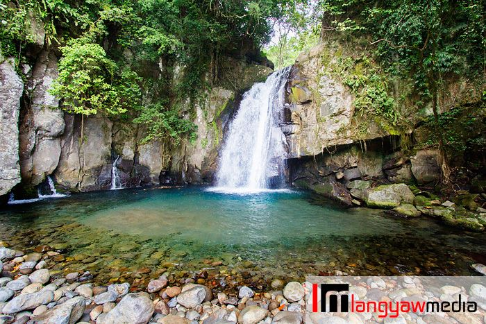 Want to have a short but refreshing adventure in Bicol? Vera
